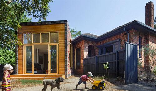 Кирпичный или деревянный дом строить