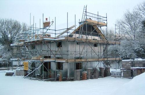 Зимняя постройка - плюсы и минусы