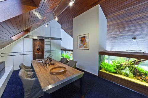 Подводный мир дома - аквариум в интерьере
