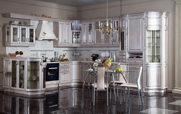 Функциональный кухонный интерьер