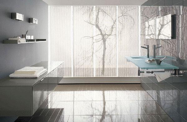 Современный минимализм – стекло и сталь в ванной комнате
