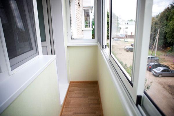 Как выполнить отделку балкона без помощи профессионалов