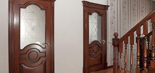 Деревянные двери: особенности и преимущества
