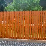 Преимущества и недостатки деревянного забора на даче
