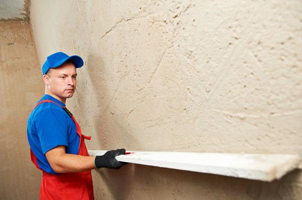 Предварительная обработка стен для оштукатуривания