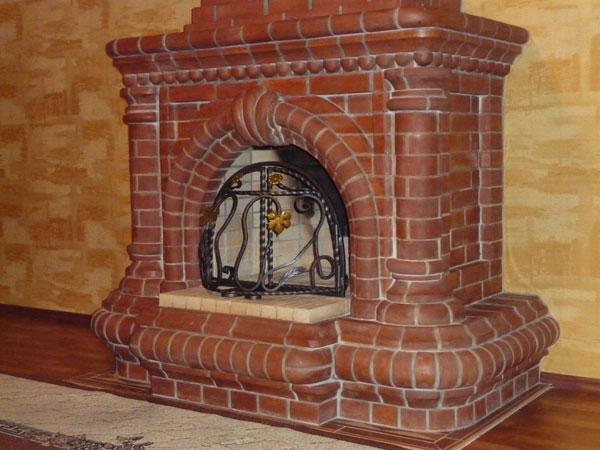 Кирпич - популярный материал для создания каминов и печей